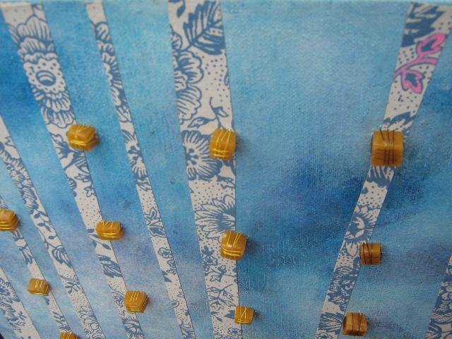 Detalle. Artista: Ximena Rodríguez .Técnica: Mixta; oleo, papel, cera de abejas, hilo.
